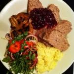Dagens husmans – Köttfärslimpa med pressad potatis och lingonsylt!