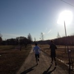 Barfota-morgon-löpning med goda vänner