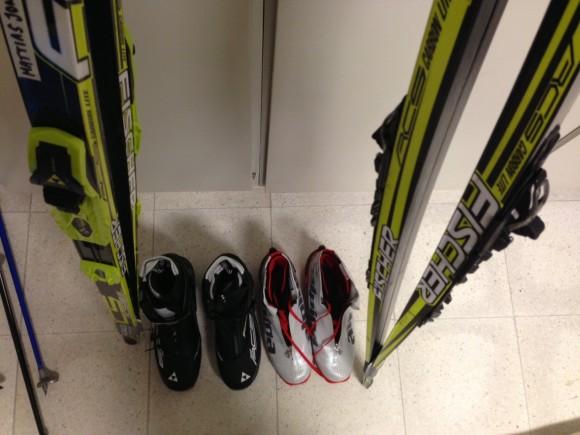 Dom nya pjäxorna och skidorna jag fick i 26-årspresent av svärmor och svärfar väntar fortfarande på att bli använda!