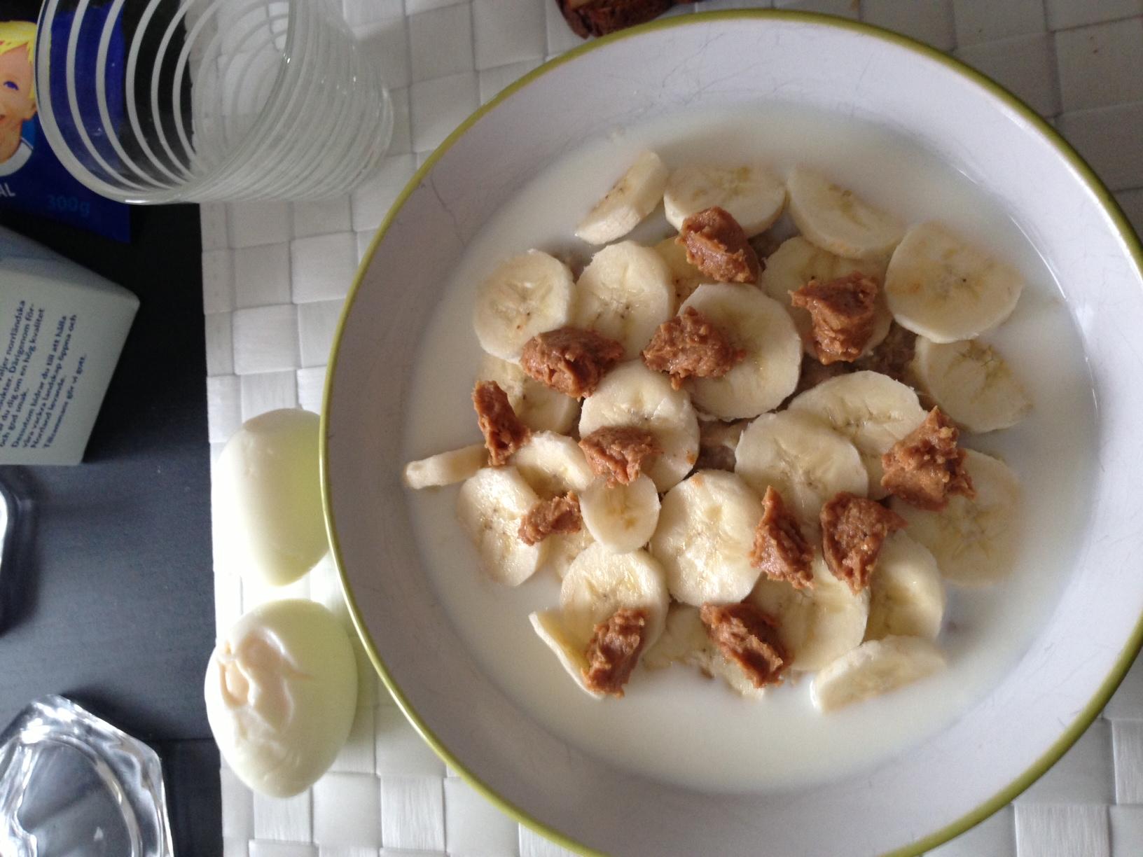 Banan och jordnötsmör! en favorit:)