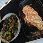 Chevrée-lax med grönsakswok och valnötter