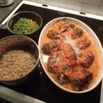 Kryddiga köttfärsjärpar fyllda med fetaost i tomatsås
